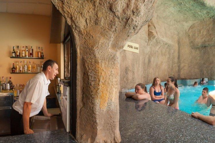 Бар бар у бассейна Мокрый Отель Magic Rock Gardens Бенидорме