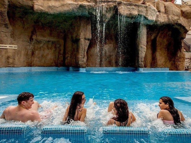 Кислородные кровати в бассейне Отель Magic Rock Gardens Бенидорме