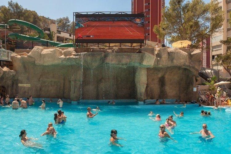LED-телевизор гигант бассейн Отель Magic Rock Gardens Бенидорме